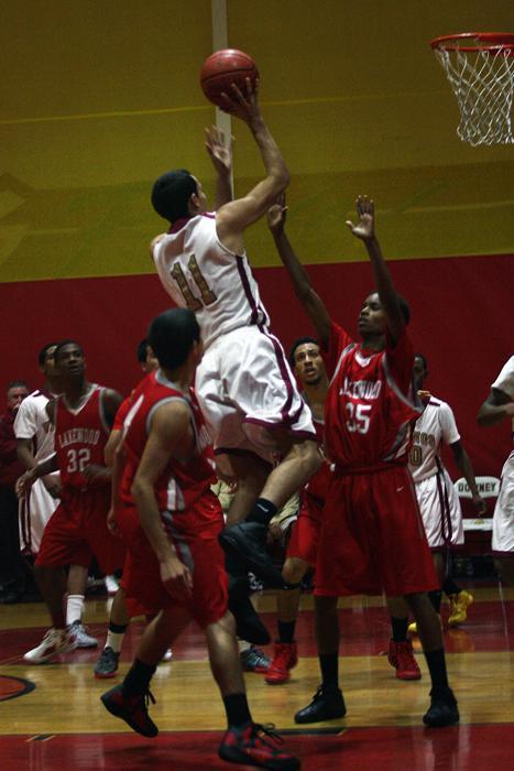Boys basketball triumphs over Lakewood