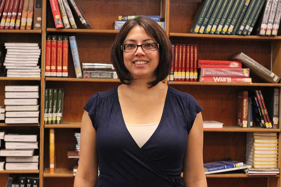 While+she%E2%80%99s+adjusting+to+being+the+new%2C+temporary+librarian%2C+Yvette+Flores+substitutes+for+her+sister+Martha+Ortiz%2C+who+is+on+maternity+leave.+%E2%80%9CThere%E2%80%99s+always+a+lot+of+stuff+to+do%2C+even+though+it+looks+like+I+don%E2%80%99t+really+much%2C+I+do%2C%E2%80%9D+Flores+said.+%E2%80%9CI+have+an+agenda+I+have+to+follow.%E2%80%9D