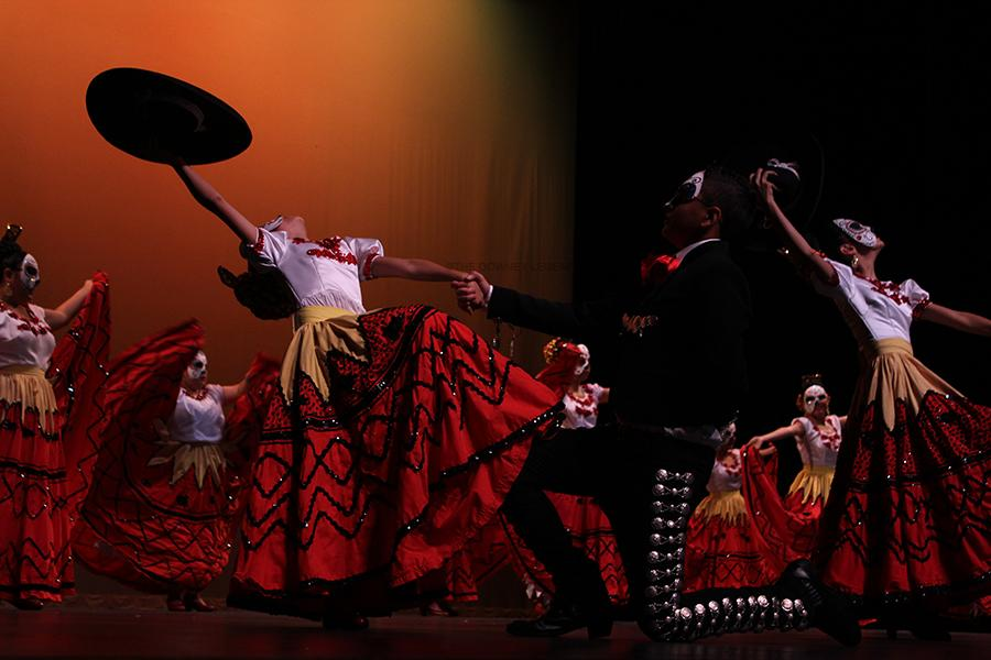 In+honor+of+El+D%C3%ADa+de+los+Muertos%2C+Resurreci%C3%B3n+Mexican+Folk+dance+ballet+folkorico+on+Sunday%2C+Nov.+2%2C+at+the+Downey+Civic+Theatre.+They+were+one+of+the+biggest+teams+who+danced+folkorico+on+this+special+day.+