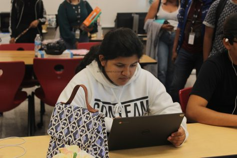 Seniors Begin College Applications