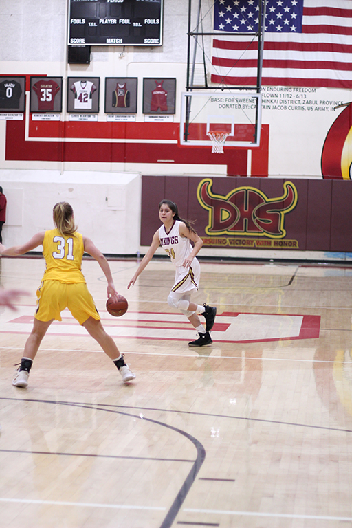 Looking+for+an+open+player+in+their+CIF+game+against+Ventura+High+School+on+Feb.+7%2C+Alexis+Gonzales%2C12+expresses+how+her+play+style+is+affected+by+the+game.+%E2%80%9CAt+the+start+of+a+game+I+play+with+a+calm+mindset%2C%E2%80%9D+Gonzales+said.+%E2%80%9CIf+it+is+a+close+game+I+tend+to+push+myself+and+play+above+my+own+limits.%E2%80%9D